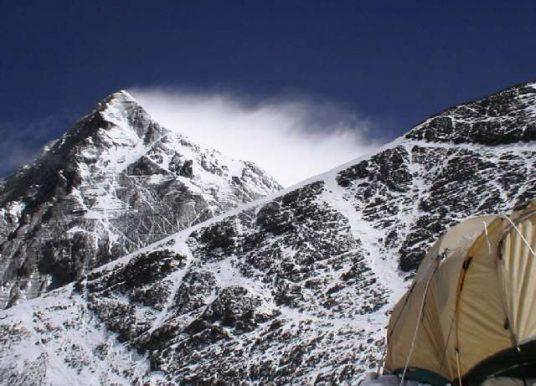 Ter uma montanha com mais de 6.500m no Nepal é uma das novas regras para escalar o Everest