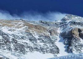 China encerra expedições no Everest