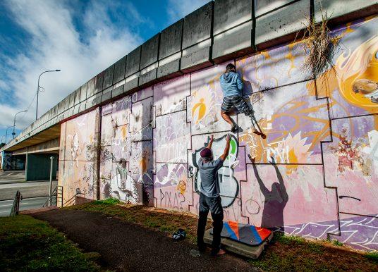 Escaladores de Curitiba se unem para praticar a escalada urbana