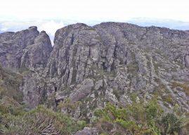 Quantas montanhas há na Serra do Espinhaço?