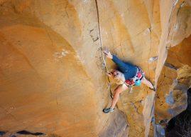Brittany Goris encadena via de escalada tradicional graduada em 10c