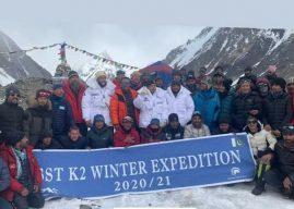 Nepaleses que escalaram o K2 invernal são recebidos como heróis no Paquistão