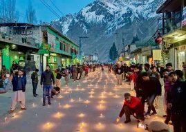 Alpinistas mortos no K2 nesse inverno são homenageados