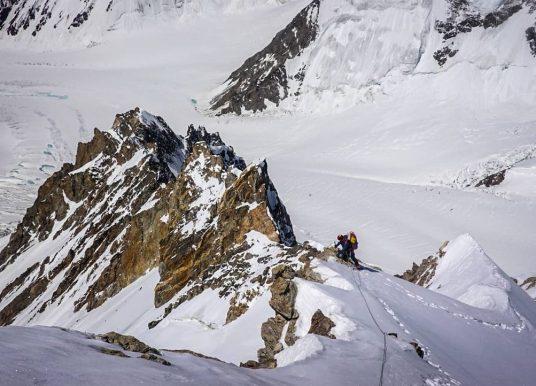 Tempo bom atrapalha expedição no K2